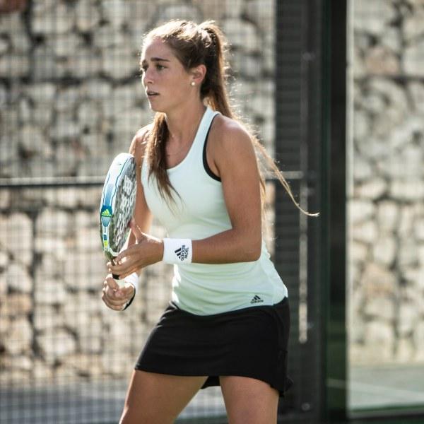 Marta Ortega adipower Light racket